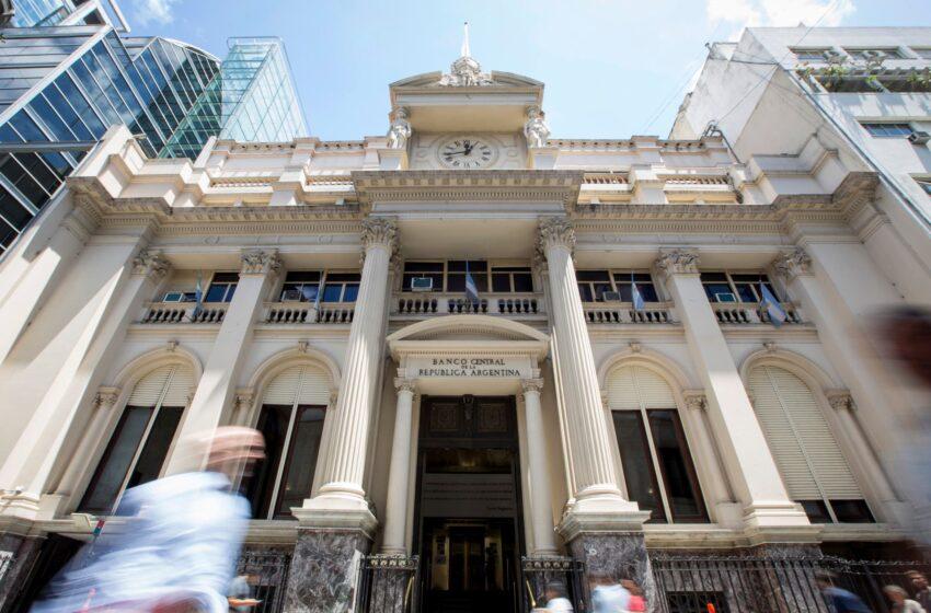 El BCRA anunció que los bancos pueden volver a vender el cupo mensual de USD 200