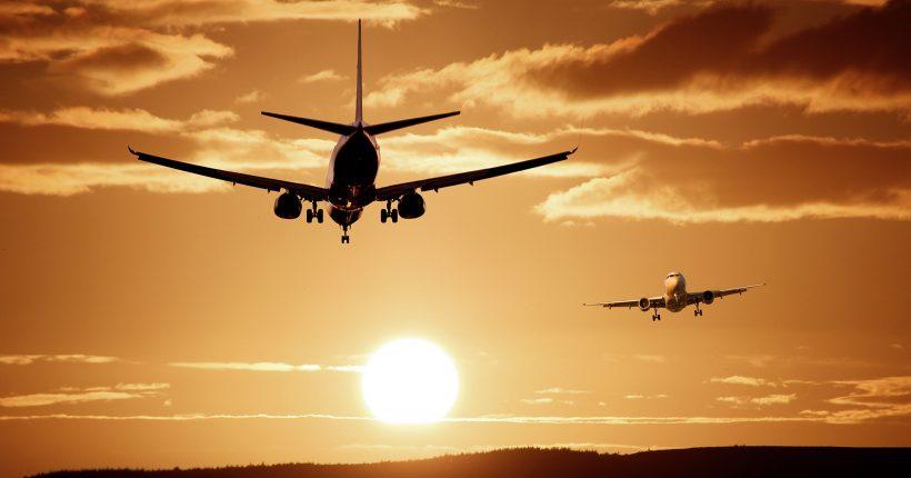 Con restricciones, vuelven los vuelos internacionales regulares