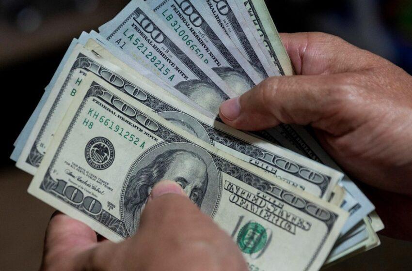 La brecha entre el dólar libre y el oficial llegó a un nuevo récord