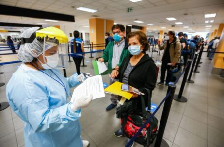 Estados Unidos exigirá prueba PCR a viajeros internacionales