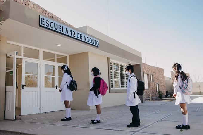 Tras un año sin clases presenciales, hoy volvieron a las aulas 370 mil alumnos en la Ciudad