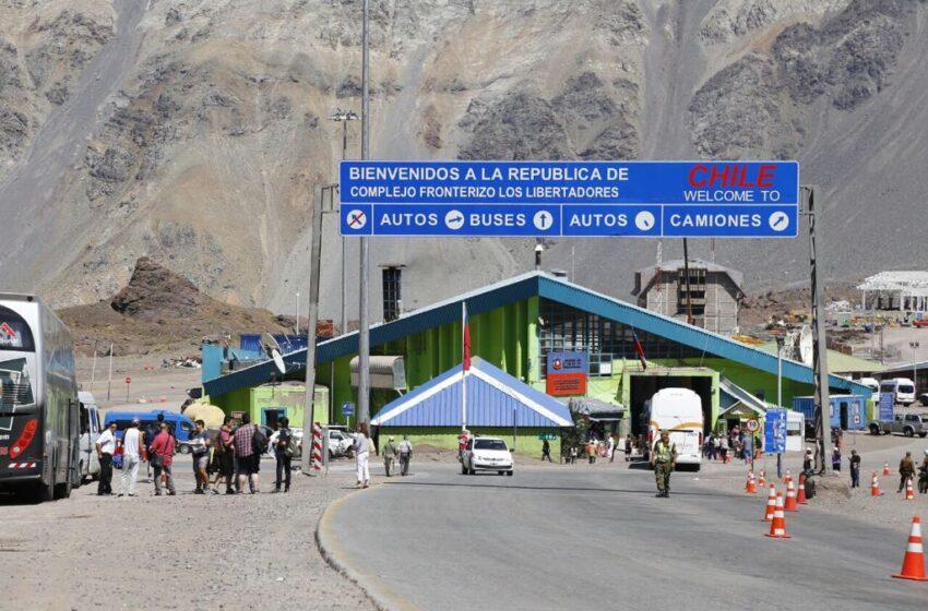 Chile anuncia cierre de fronteras por 30 días