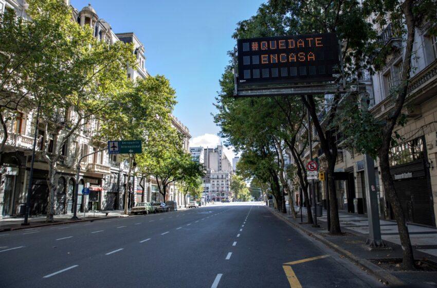 Suspenden las clases presenciales y restringen la circulación de 20 a 6 en la Ciudad y el conurbano