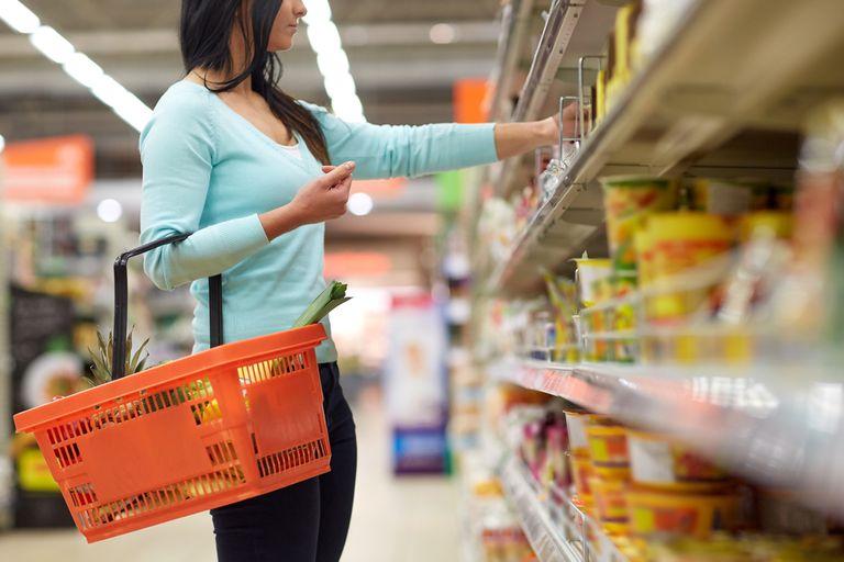 El gobierno oficializó el congelamiento de 1.432 productos